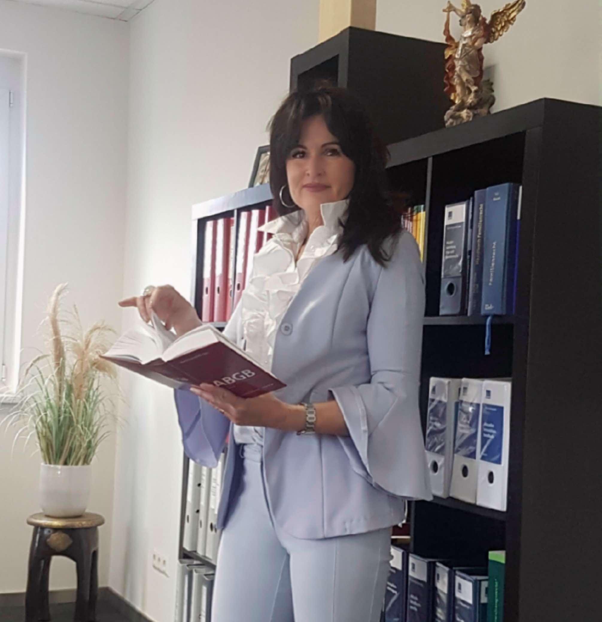 Dr. Alexandra Feldgrill Profilfoto
